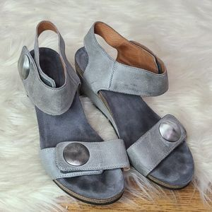 Taos gray leather sandals size 39